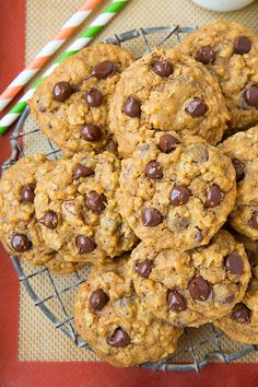 Pumpkin-Oat Chocolate Chip Cookies- needed to cook longer than 14 minutes but are very yummy. made about 24 cookies. Fall Dessert Recipes, Just Desserts, Delicious Desserts, Yummy Food, Pumpkin Cookies, Pumpkin Dessert, Zucchini Cookies, 100 Calories, Pumpkin Recipes