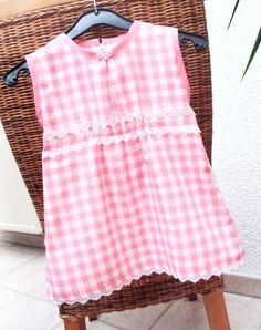 super süßes Sommerkleid    ♥♥    aus Baumwollstoff mit kleinen weißen Spitzen     ♥♥    vorne mit Raffung und kleiner Schleife - langer Reißverschl...