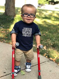 Roman Dinkel was diagnosed with Spina Bifida in the womb and, as his parents share his milestones online, the public just can't get enough of the toddler Cute Kids, Cute Babies, Baby Kids, Baby Pictures, Baby Photos, Disability Quotes, Toddler Milestones, 20 Weeks Pregnant, Boy Walking