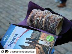 #Repost @descubriendodeviaje in  Pastel tradicional Eslovaco Trdelnik está buenísimo!!! #praga #lonleyplanet #trdelnik #navidad #republicacheca  #viajeros #viajeros #travelblogger #traveling #instaviaje #wanderlust #wander