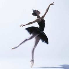 Oliva Bell in Black Swan pas de deux. Photography Justin Smith