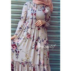 Hijab Style Dress, Modest Fashion Hijab, Abaya Fashion, Fashion Dresses, Islamic Fashion, Muslim Fashion, Stylish Dresses, Casual Dresses, Mode Abaya