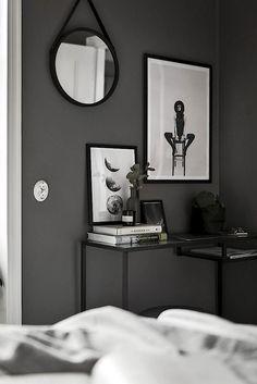 Piso nórdico de 44 m² en gris oscuro Decoración de habitación gris Piso gris decoracion Decoracion de interiores