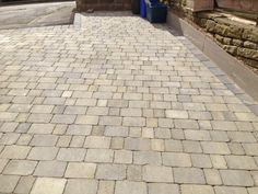 Landscaping Supplies Direct is rapidly becoming a top online retailer for garden landscape supplies in the UK. Get cheap paving delivered direct to your home! Front Garden Ideas Driveway, Driveway Design, Driveway Landscaping, Cobbled Driveway, Cobblestone Driveway, Block Paving Driveway, Paving Slabs, Paving Ideas, Ranch Remodel