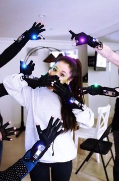 Ariana Grande practicing for the Honeymoon Tour with the mimu gloves! Ariana Grande, Cat Valentine, Broadway, Nickelodeon Victorious, Bae, Fandom, Dangerous Woman, She Song, Queen