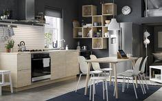 ASKERSUND serie | IKEA IKEAnederland IKEAnl keuken modern rustiek industrieel essen essenpatroon deuren fronten plinten LISABO tafel LEIFARNE stoel EKBACKEN werkblad METOD keuken