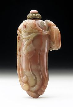 Snuff Bottle (Biyanhu) in the Form of a Buddha's Hand Citron, China, Late Qing dynasty, about 1800-1911, Carved agate, with coral mounted brass stopper