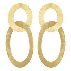 Een nieuw model, geïnspireerd op de Three hoops! De klassieker en nog steeds altijd even populair. Een prachtig matgeslagen 18-karaats vergulde oorbel bestaande uit twee verschillende ringen in elkaar gedraaid. Achter de bovenste ring zit een steker als sluiting. Zou dit ook zo'n topper zijn, net als de ear36 Three Hoops!!!  Lengte vanaf steker: …