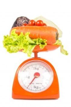 A alimentação balanceada melhora o sistema imunológico, aumentando a resistência e fazendo frente a doenças e infecções. Quando não temos todos os nutrientes necessários, a produção de anticorpos é reduzida, enfraquecendo a imunidade. Da mesma maneira, precisamos, junto com uma boa alimentação, dormir bem, fazer exercícios e reduzir o estresse, fazendo com que essa combinação nos traga saúde e vitalidade.