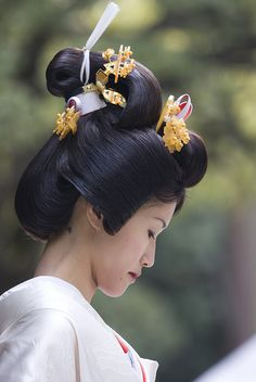 Traditional Shinto bridal hairstyle