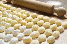 Make Dinner Memorable with Matcha Green Tea Gnocchi Gnocchi Recipes, Pasta Recipes, Sauce Gnocchi, Matcha Drink, Pasta Casera, Making Gnocchi, Custard Filling, Potato Skins, Matcha Green Tea
