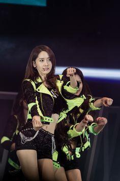 "131110 ""Girls & Peace"" World Tour #SNSD #Yoona #GirlsGeneration"