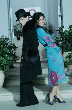 Prince & Manuela stooping down to not appear taller than Prince... during the Musicology era 2004.