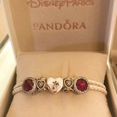 Pandora Jewelry OFF! Get a sneak peek at brand new Pandora Disney charms launching in the Parks today including Disney villains and Jack and Sally! Disney Pandora Bracelet, Pandora Jewelry Box, Pandora Charms Disney, Pandora Bracelets, Charm Jewelry, Wire Jewelry, Mora Pandora, Piercings, Tiffany