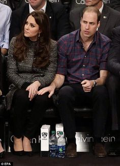 William being sweet to his Kate as per usual... pic RT @MailOnline #thehand