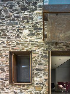 Restauración de una antigua casa del siglo XXI en Gerona. España Villa CP de Zest Architecture.  Fotografias Jesús Granada #sostenibilidad #arquitectura #arquitecturasostenible