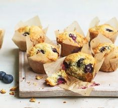 Easy blueberry muffins Easy Blueberry Muffins, Healthy Muffins, Blue Berry Muffins, Healthy Snacks, Blueberries Muffins, Almond Muffins, Yogurt Muffins, Healthy Cake, Healthy Appetizers