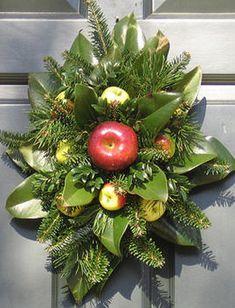 Williamsburg Christmas Table Decorations | Williamsburg Decorations Workshop…