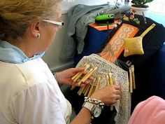 BOLILLO, PUNTO DE MILANO Bobbin Lacemaking, Needle Lace, Lace Making, Needlepoint, Videos, Tatting, Youtube, Technology, Flowers