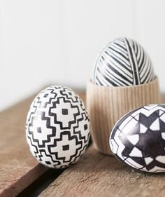 Hollow out the uncooked egg with a pushpin first. Once the egg is hollow and clean, use a pencil to sketch the pattern and fill in with the black marker.