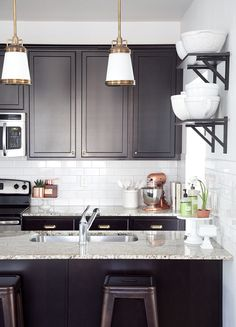 brown and white kitchen 1 | Boxwood Clippings