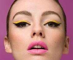 MAQUILLAJE OJOS. Las tendencias para maquillar nuestros ojos cada vez son más extravagantes y ligadas a la época retro. En Mujer Paris te mostramos un listado con las tendencias que marcarán tu mirada esta primavera/verano. http://www.mujerparis.cl/2013/09/maquillaje-de-ojos-para-esta-temporada/