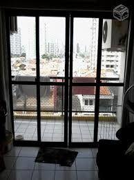Porta anti ruído, reduz ruídos externos, especialmente os do trânsito. Ambiente de quarto ou sala para varanda.