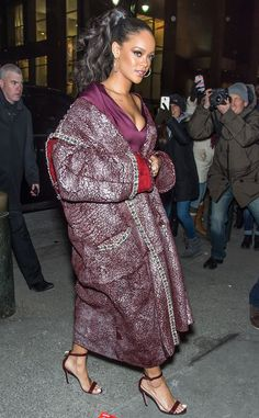 Rihanna looks fierce arriving to the Zac Posen fashion show for NYFW!