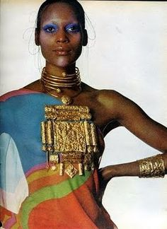photo US de mode : Irving Penn, dans Vogue, Naomi Sims, bijoux, 1960s Fashion, Fashion Models, Vintage Fashion, Fashion Styles, Sims, Lauren Hutton, Patti Hansen, Duro Olowu, Hippie Man