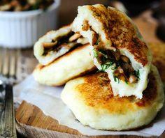 Vegan Potato Cakes stuffed with Mushrooms — Imagelicious. Made Just Right. Vegan Potato Cakes stuffed with Mushrooms — Imagelicious. Made Just Right. Vegan Brunch Recipes, Vegetarian Recipes, Cooking Recipes, Fall Recipes, Healthy Recipes, Dinner Recipes, Vegan Recipes Summer, Vegetarian Dish, Vegan Appetizers