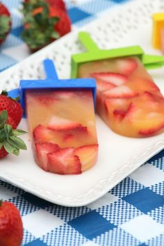 Strawberry Peach Pops: A Refreshing Dessert Recipe for Canada Day: Looking for a delicious frozen dessert recipe for Canada Day, 4th of July & all your summer barbecues? Check out this yummy strawberry peach pops recipe!