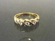 Vintage 14K Solid Yellow Gold Genuine Diamond Wedding Band Ring Size 5