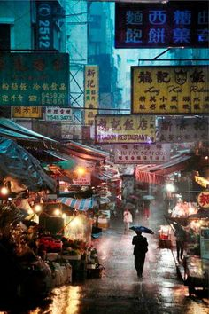Hong Kong in Rain. Photographed by Christophe Jacrot. 香港政府就係消滅這種氣氛,完全大6化