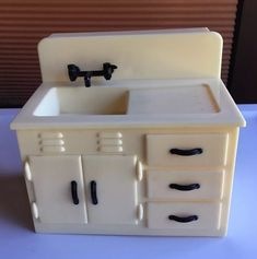 Dollhouse Vintage Renwal Plastic Kitchen Sink for sale online Miniature Dollhouse Furniture, Vintage Dollhouse, Vintage Dolls, Primitive Furniture, Kitchen Furniture, Home Furniture, Furniture Stores, Kitchen Sinks For Sale, Small Living