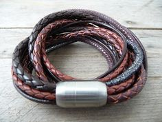 With a Sanumi leather bracelet you are choosing something exceptional and you would always get attention with such a bracelet. You won't find a combination of so many colorful thick leather cords on the market. We use only high quality natural leather, design the bracelets by our own and they are hand-made in Germany. The bracelet 'Bangkok' is a wonderful combination of different brown leather cords. The braided leather cords are 3, 4 and 5mm thick and be supplemented by two chipped cords…