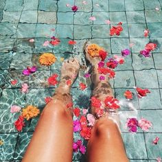 HERBAL FOOT BATHS ARE NOT ONLY RELAXING, they can help your general health and well-being… Here are the deets for three foot soaks that will seriously bliss you out after a long day on your feet! RELAXING FOOT BATH ingredients: 5 litres of water 2 drops of lavender essential oil 1/4 cup of sea salt …