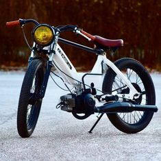 Tomos Moped, Moped Motorcycle, Vintage Moped, Vintage Motorcycles, Bobber Style, Bike Style, Enfield Bike, Custom Moped, Cafe Racer Honda