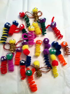 Pipe Cleaner Finger Puppets or pencil toppers: Easy & Frugal Craft for Kids Craft Activities, Preschool Crafts, Fun Crafts, Crafts For Kids, Arts And Crafts, Children Crafts, Pipe Cleaner Art, Pipe Cleaners, Diy Pipe