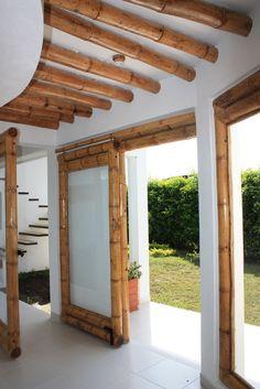 Diseño y construcción de la Casa Calvo ubicada en el municipio del Carmen de Apicalá en el departamento del Tolima por Zuarq Arquitectos. Bamboo Roof, Bamboo Ceiling, Bamboo Art, Bamboo Crafts, Bamboo Fence, Bamboo Architecture, Tropical Architecture, Architecture Design, Style At Home