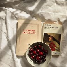 Image uploaded by monoxido de carbono. Find images and videos about art, vintage and food on We Heart It - the app to get lost in what you love. Beige Aesthetic, Book Aesthetic, Aesthetic Photo, Aesthetic Pictures, Burgundy Aesthetic, Aesthetic Vintage, Beach Foto, From Dusk Till Down, Book Worms