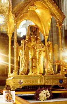 """(Part 1 of 3) IDOL WORSHIP-Earth dwellers of  Tribulation Hour use idols made of gold, silver, brass, stone & wood. God hates idolatry! This practice breaks His holy law--the 2nd commandment--given to Moses in Exodus 20:4-5  which declares, """"Thou shalt not make unto thee any graven image...Thou shalt not bow down thyself to them, nor serve them:for I the Lord the God am a jealous God"""". (The golden mask is removed, when the golden idol is displayed in side the Vatican approved & blessed…"""