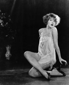Film Star, Mae Murray Poses In A Neglige, 1925 | Bored Panda