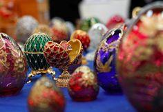 Os ovos de Páscoa de Peter Carl Fabergé são os mais caros do mundo e considerados até hoje verdadeiras obras-primas da joalharia. Um requinte que lhe valeu a preferência dos czares da Rússia.