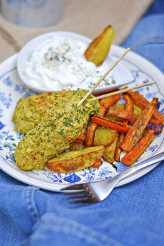 Kanakepakot ja Aura-dippi Chicken Wings, Carrots, Meat, Vegetables, Food, Carrot, Vegetable Recipes, Eten, Veggie Food