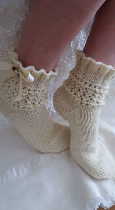 Knitted Socks Free Pattern, Knitting Socks, Knitting Stitches, Baby Knitting, Knitting Patterns, Lace Socks, Wool Socks, Crochet Quilt, Knit Crochet