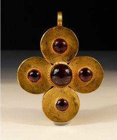 (Byzantine) Gold and garnet cross. Byzantine Gold, Byzantine Jewelry, Renaissance Jewelry, Medieval Jewelry, Ancient Jewelry, Cross Jewelry, Old Jewelry, Jewelry Art, Antique Jewelry