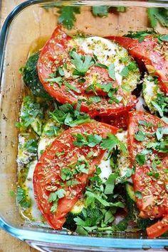 Cukinia zapiekana z pomidorami i mozzarellą Good Healthy Recipes, Kitchen Recipes, Vegetable Recipes, Vegetarian Recipes, Cooking Recipes, Food Porn, Eat Happy, Mediterranean Diet Recipes, Food Inspiration