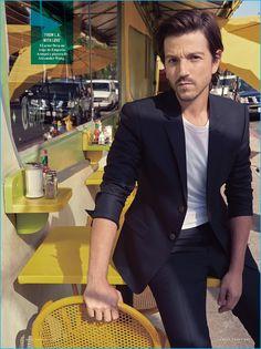 Look de star : Diego Luna Covers Vanity Fair México Talks Rogue One: A Star Wars Story Diego Luna, Star Wars Cast, Armani Suits, Raining Men, Attractive Men, Vanity Fair, Celebrity Crush, Cute Guys, Gorgeous Men