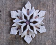 Snowflake Felt Pin Dusky Amethyst by WanderingLydia on Etsy Felt Diy, Felt Crafts, Diy Crafts, Felt Christmas Ornaments, Christmas Crafts, Christmas Stockings, Xmas Tree Decorations, Homemade Ornaments, Felt Fabric