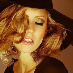 Editorial Gaga. Ph: @emersonmuniz styling: @allcantarah model: @rubybaker2  beauty: @anapriscilafreiremua #moda #model #makeup #maquiagem #makeupartist #beauty #beleza #beautyartist #editorial #fashion #fashionphotography #photography #ladygaga